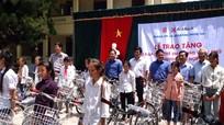 50 học sinh Quỳ Hợp được tặng quà vì vượt khó