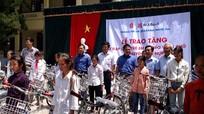 Quỳ Hợp trao tặng 50 chiếc xe đạp cho học sinh