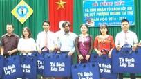 Trao các phần quà trị giá gần 100 triệu đồng cho các em học sinh huyện biên giới Kỳ Sơn