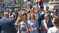 Đệ nhất phu nhân Mỹ gây sốt với áo khoác 51.000 USD ở Italy