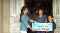 Diễn viên Nguyệt Ánh tặng 20 triệu đồng cho gia đình giáo dân đặc biệt khó khăn