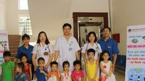 Bệnh viện Đa khoa Thành phố Vinh trao 100 suất quà cho bệnh nhi