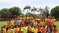 Câu lạc bộ SLNA giao lưu, trao tặng quà cho trẻ em làng SOS