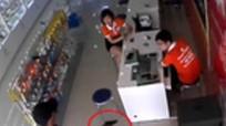 Nghi can dùng súng cướp cửa hàng điện thoại bị bắt