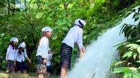 Ngỡ ngàng với thác nước hùng vĩ gần Km số 0, đường Hồ Chí Minh