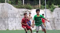 Đội bóng thiếu niên phố núi 'né' nắng nóng tập luyện hiệu quả