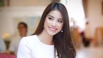 Hoa hậu Phạm Hương gây sốt với clip đàn hát ngọt ngào