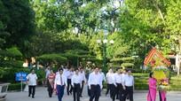Trưởng Ban Tổ chức Trung ương Phạm Minh Chính dâng hoa tại Khu di tích Kim Liên