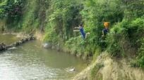 Trẻ em miền núi tắm sông, nguy hiểm rình rập