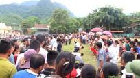 Hàng trăm người dân bản Thái phấn khích tột độ với trò kéo co