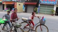 Những đứa trẻ vùng cao chạy chợ ngày hè