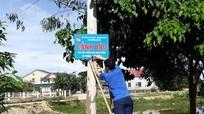 Đoàn phường Cửa Nam cắm biển cảnh báo tai nạn đuối nước