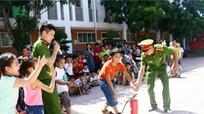 200 học sinh trường Phượng Hoàng vui với trải nghiệm 'Em là chiến sỹ phòng cháy chữa cháy'