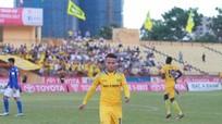 Vòng 14 V.League: CĐV Hải Phòng 'đại náo' Mỹ Đình, sân Vinh ảm đạm