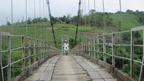 Cầu treo dân sinh xuống cấp