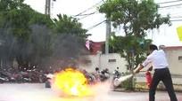 170 cán bộ công chức huyện miền núi học cách chống 'giặc' lửa