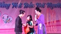 Hà Quỳnh Như hát, tặng quà cho bệnh nhân nghèo