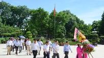 Văn phòng Đoàn ĐBQH 7 tỉnh dâng hoa tại Khu di tích Kim Liên