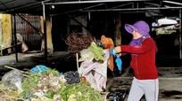 Báo động ô nhiễm từ rác thải ở chợ quê