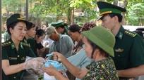 400 'bát cháo tình thương' trao cho bệnh nhân nghèo
