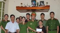 Công an Nghi Lộc thăm, tặng quà Mẹ VNAH và các gia đình chính sách