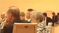 Ông Trump bảo vệ ái nữ Ivanka giữa ồn ào thay cha dự họp