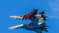 5 động tác gây thót tim của phi đội Hiệp sĩ Nga
