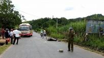 Xe buýt Thạch Thành va chạm với xe máy, 2 người bị thương nặng