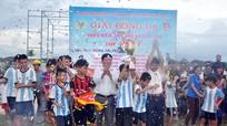 Hàng ngàn người dân tham gia cổ vũ giải bóng đá cấp xã