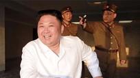 Kim Jong-un trọng thưởng các kỹ sư tên lửa thế nào?