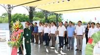 Ban Tuyên giáo Tỉnh ủy dâng hương, dâng hoa tri ân các liệt sỹ
