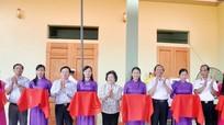 Nguyên Phó Chủ tịch nước Trương Mỹ Hoa dự lễ bàn giao nhà tình nghĩa cho CCB Đoàn tàu không số