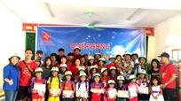 CLB Hà Nội phượt 'buôn' mận gây quỹ hỗ trợ xã nghèo miền Tây Nghệ An