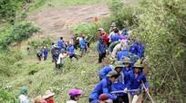 Sinh viên tình nguyện vượt rừng, mở đường ở Phà Đánh