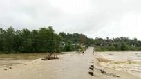 Lũ lên cao sau bão chia cắt nhiều làng bản ở Nghệ An