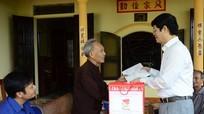 Đồng chí Lê Xuân Đại thăm, tặng quà gia đình chính sách