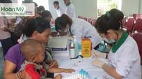 Khám, quản lý hồ sơ sức khỏe miễn phí cho trên 1.500 trẻ em dân tộc 'ngủ ngồi'