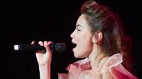 Tranh cãi chuyện Hồ Ngọc Hà bán vé hay hát miễn phí cho 16.000 khán giả ở Mỹ