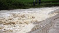 Quốc lộ 7 đoạn xã Tam Thái ngập chìm trong lũ