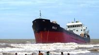 Cận cảnh những con tàu 'khủng' mắc cạn sau bão số 2 ở Nghệ An