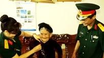 Quân khu 4 thăm, tặng quà gia đình chính sách và Bà mẹ Việt Nam anh hùng
