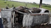 Người dân đốt cháy rụi xe Fotuner vì nghi bắt cóc trẻ em
