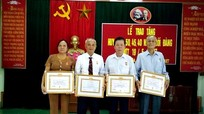 Trao huy hiệu 50, 55 tuổi Đảng cho đảng viên lão thành