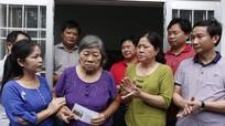 Báo Nghệ An tặng quà nữ cựu tù duy nhất còn sống tại Côn Đảo
