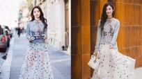 Phong cách Lưu Diệc Phi khi 'đụng hàng' váy áo loạt mỹ nhân