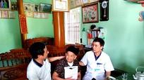 Tân Kỳ thăm khám, cấp thuốc và tặng quà Mẹ Việt Nam anh hùng