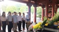 Ban Tuyên giáo Tỉnh ủy dâng hương tri ân các anh hùng liệt sỹ