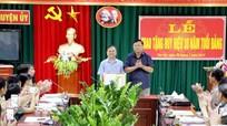 Trao tặng huy hiệu 30 tuổi Đảng cho đảng viên