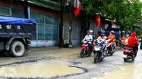 Thành phố Vinh: Dân kêu trời vì đường toàn ổ voi