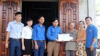 Báo Nghệ An hỗ trợ Phó bí thư Đoàn bị nạn thương tâm khi sửa nhà giúp dân sau bão